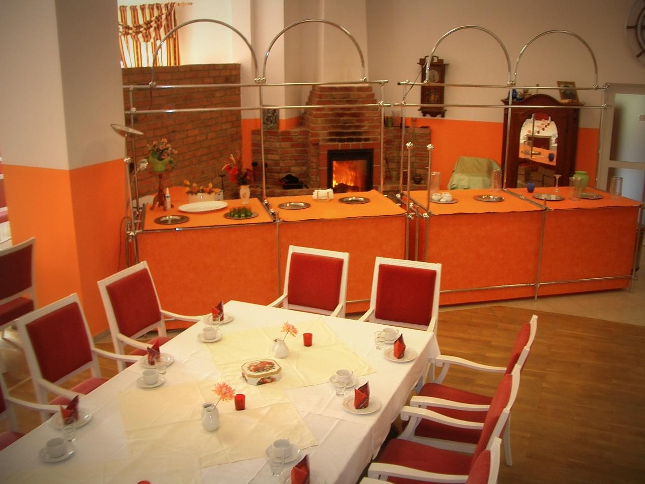 Buffet und Tisch